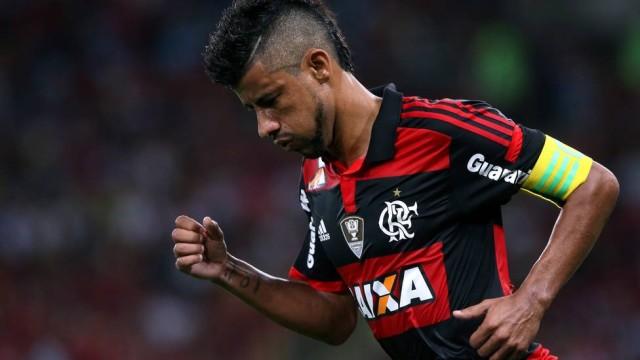 Ídolo da garotada, Léo Moura entra na justiça contra o Flamengo