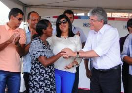Ricardo Coutinho entrega unidades habitacionais para 40 famílias em Caturité